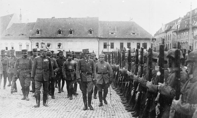 How many Romanians fought for Austro-Hungary during the First World War?